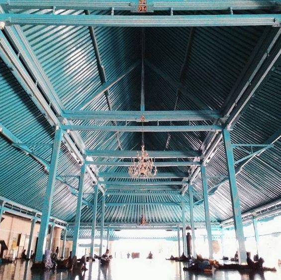Jasa sewa mobil solo kali ini akan menawarkan paket wisata ke Masjid Agung Surakarta. Masjid milik Keraton Kasunanan pada masa sebelum kemerdekaan ini dibangun oleh Paku Buwono III tahun 1763.Pemb…
