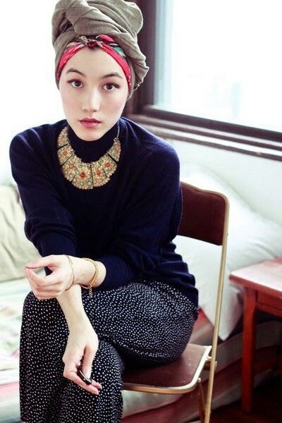 Muslimah fashion inspiration --> Awesome colours together. Love the necklace!