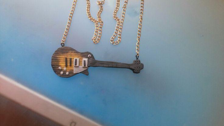 Guitarra en porcelana fria