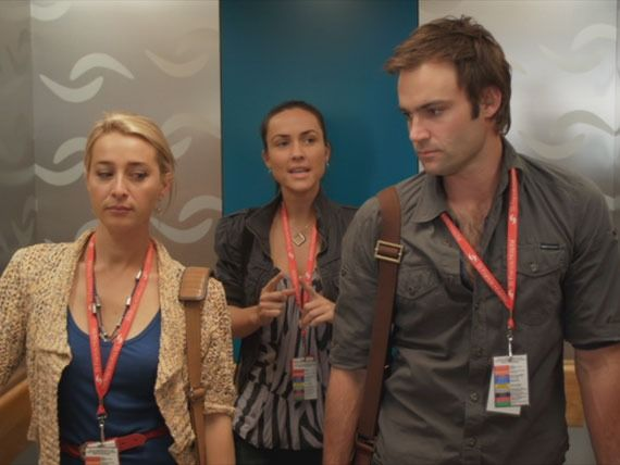Offspring season 2 - Zara suspects something is going on between Nina and Patrick ...