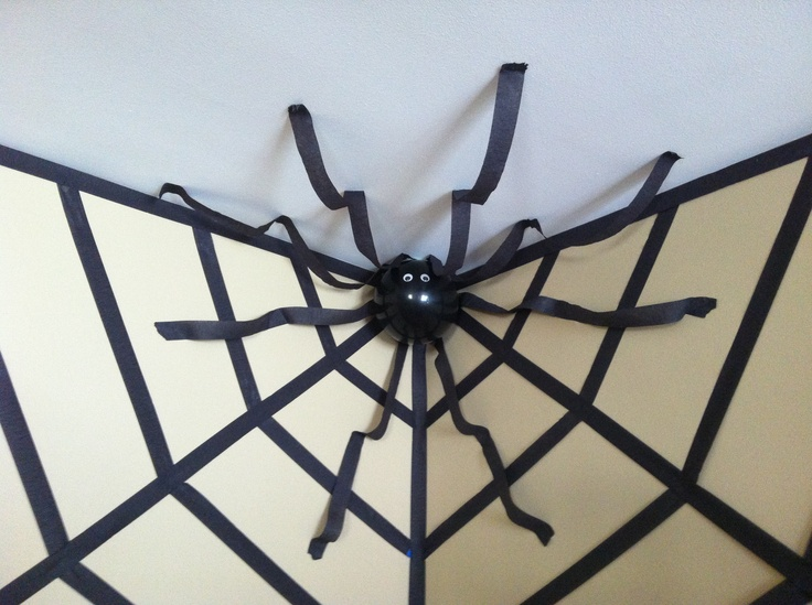 halloween decor giant spider in a web using streamers and
