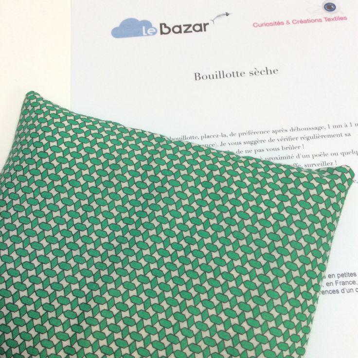 Petite bouillotte sèche aux graines de lin, housse imprimée motifs graphiques verts : Soin, bien-être par le-bazar-creations