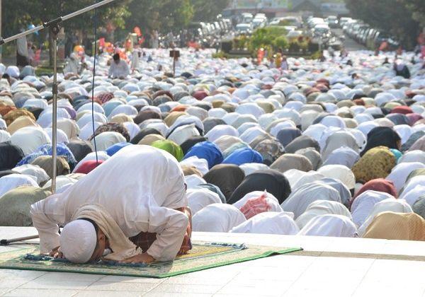 Subhanallah, Alhamdulillah, Laa Ilaha Illallah, Allahu Akbar. Semoga kita layak menjadi bagian dari rombongan pertama ini. Aamiin.