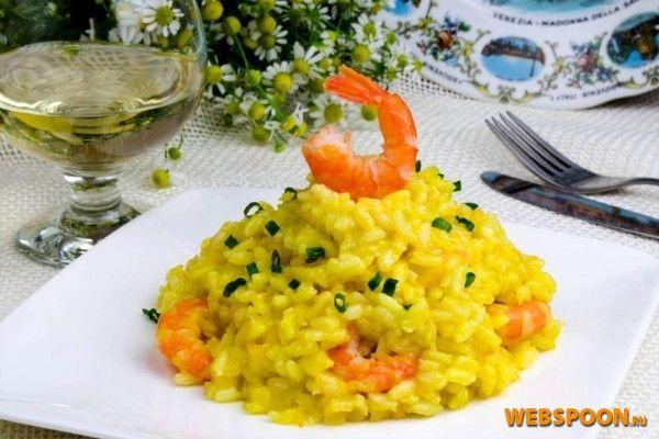 Готовим ризотто с морепродуктами (креветками) Ризотто — одно из основных блюд в итальянской кухне. Говорят, что те, кто научился готовить ризотто, смогут приготовить любое блюдо. Будем пробовать готовить и постигать секреты приготовления этого блюда. Я не первый кулинар на нашем сайте, который рискнул приготовить ризотто. Сегодня готовим ризотто с креветками. Во-первых, рис — для нашего ризотто берем сорт Арборио. Бульон готовим рыбный — я приготовила его из судака с кореньями и ароматным...