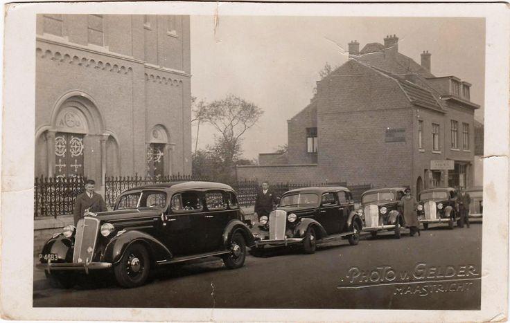 Kerkplein in Heer (Foto waarschijnlijk gemaakt meteen na de oorlog) Taxibedrijf Bos.