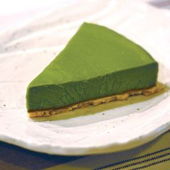 Macha Green Tea Tofu Cheese Cake. Use vegan cream cheese and agar-agar to make the recipe vegan. Best of both worlds :-)