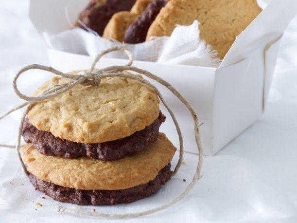Unser beliebtes Rezept für Crunchy Erdnuss- & Schoki-Cookies und mehr als 55.000 weitere kostenlose Rezepte auf LECKER.de.