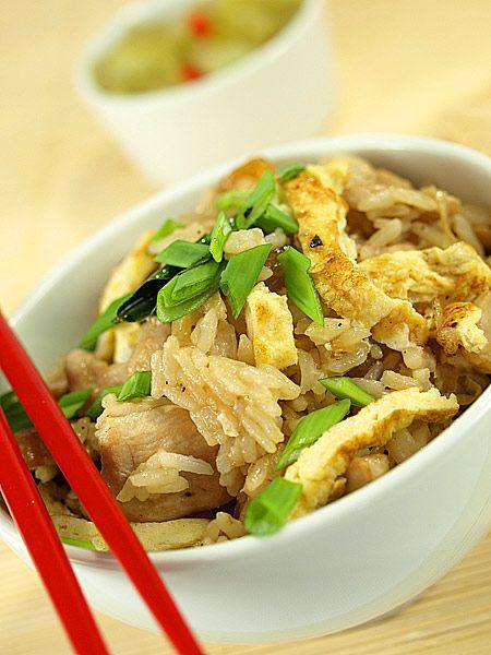 Smażony ryż z mięsem na sposób tajski