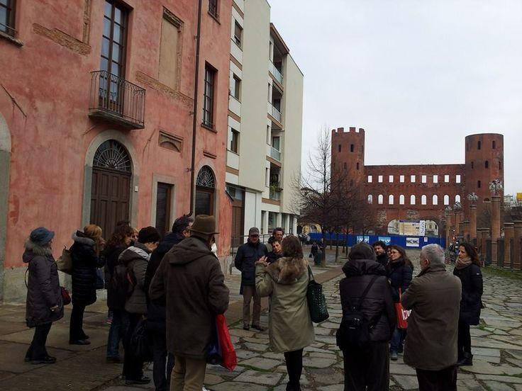 INDOVINA chi VENNE a CENA il #TOUR. La Porta Palatina, la casa del Pingone e il gruppo di archeogastronomi! le prossime date su https://www.facebook.com/GuideBogianen?ref=hl