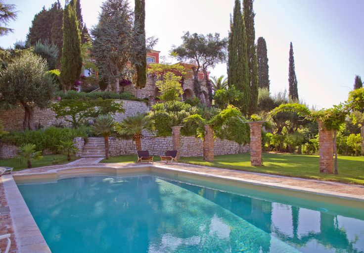 castania Enchanting family home close to Corfu town Castania is located on a green hillside, covered with cypresses and olive trees, close to an old olive press, away from the crowds. The house has a strategic position as it is only 10 minutes away from the historical town of Corfu and 20 minutes from the …