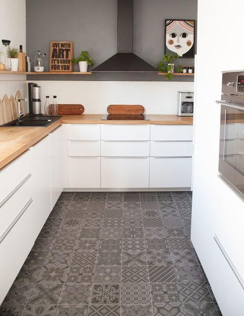 balancing the grey floor with grey tile accent above the splashback