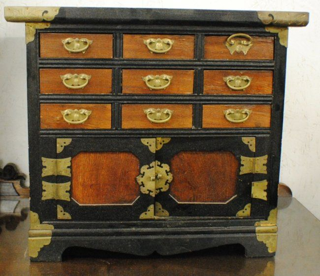 Small chinese chest as focal point for your ceremony