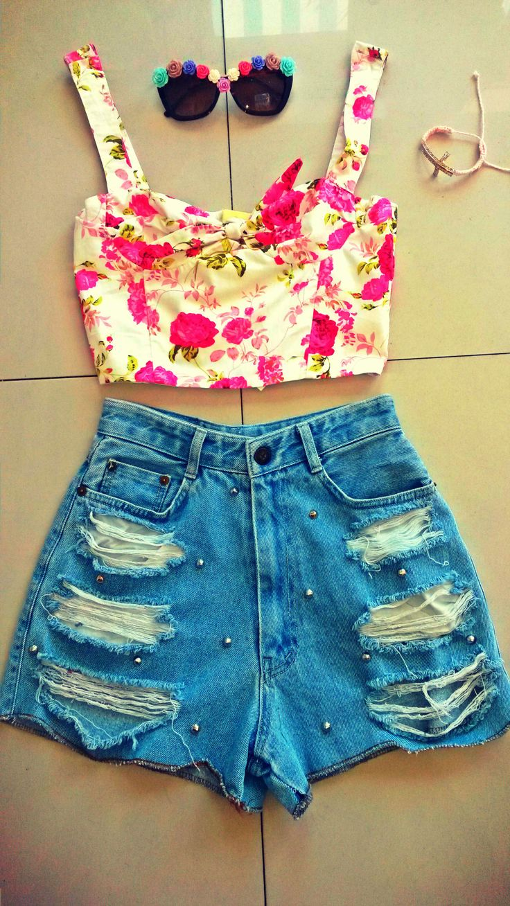 Look Flirty in florals look of the day!