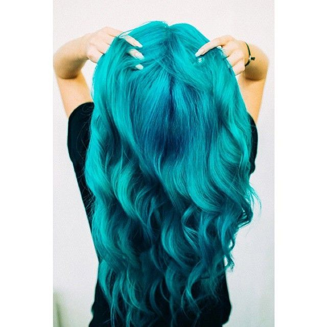 DJ Tigerlily rocks our #AtomicTurquoise in her gorgeous #mermaid hair.