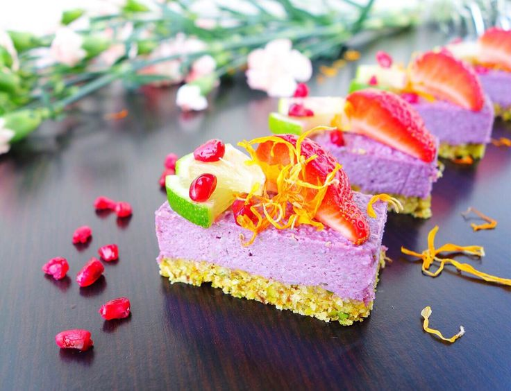 LIVE LOVE EAT RAW | Raw Cakes, Yoga, Life.