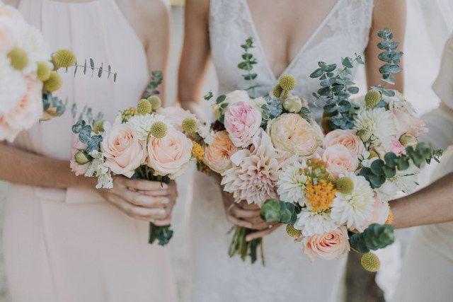 Credit: SUEGRAPHY - bloemstuk, huwelijk (ritueel), bruid, bloem (plant), vrouw, liefde, huwelijk (burgerlijke staat), bruids, betrokkenheid, romance (relatie), bruidegom, rozen, gezin, bloemen, binnenshuis, volk, ceremonie, newlywed, mooi, meisje