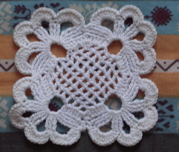 Petit Napperon Carré Crochets Posté Le Dimanche 08 Juin 2008 17