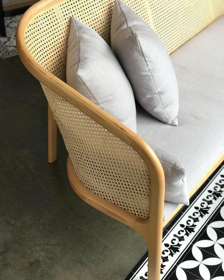 Die besten 25+ Cane sofa Ideen auf Pinterest Sofa, Rohrmöbel und - wohnzimmer ideen kolonial