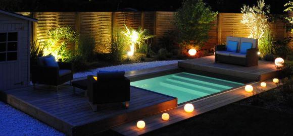Trophée d'Argent de la piscine de nuit. Piscine équipée d'une terrasse mobile Rolling-Deck.