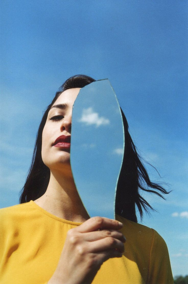The first thing you notice about Eylül Aslan's art is its clear focus on women. The Turkish born photographer, who's now based in Berlin, positions her models in states of undress before cracked mirrors and distorted glass as a way of consciously objectifying the female form.