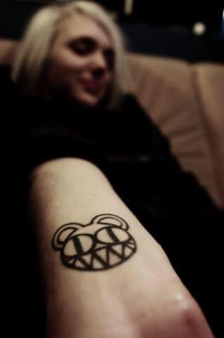 18 Hermosas ideas de tatuajes inspirados en la música de Radiohead