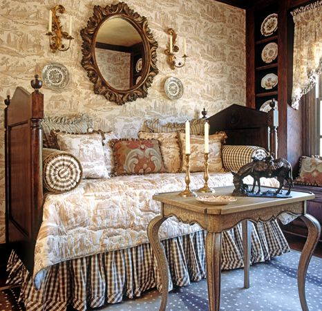 Love this daybed and the combination of two of my favorites: toile and transferware