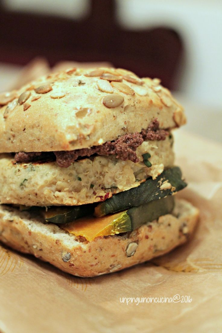 White Bean Burger with Oven-roasted Pumpkin and Olive Pesto - Veggy Burger di fagioli bianchi con zucca al forno e patè di olive taggiasche | Un Pinguino in Cucina