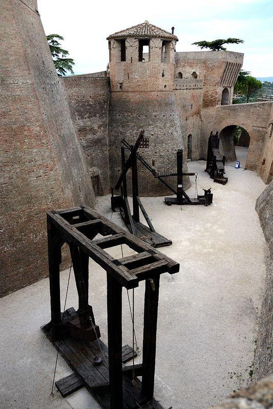 La Rocca roveresca di Mondavio, Pesaro-Urbino, Marche  #rocca #mondavio #urbino #marche