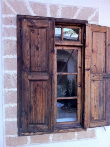 Best 25 rustic shutters ideas on pinterest farmhouse for Spanish style interior shutters
