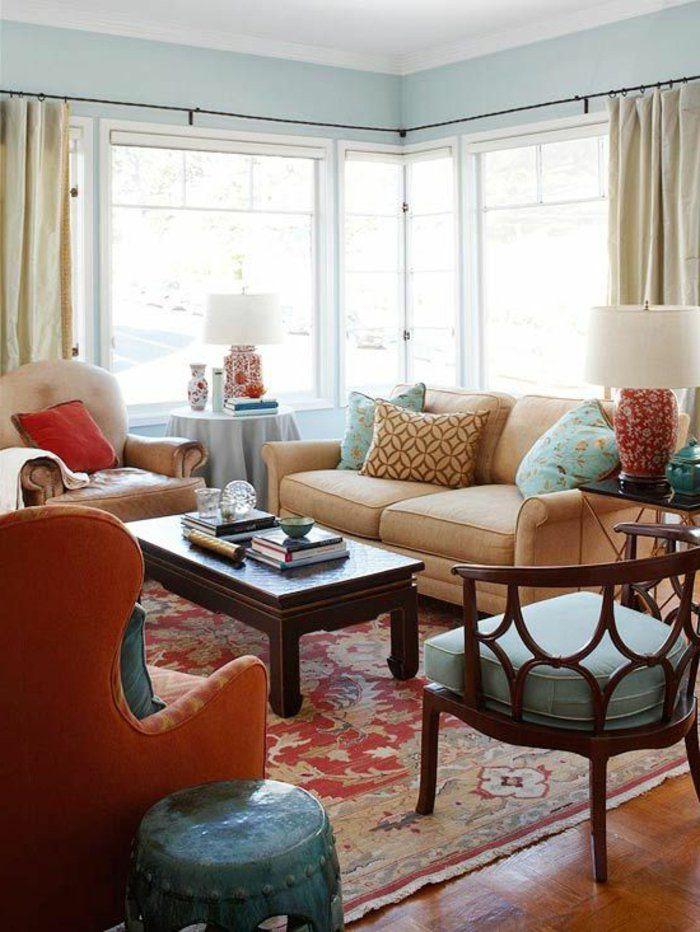 wohnzimmer streichen ideen hellblaue wände lange gardinen farbiger teppich