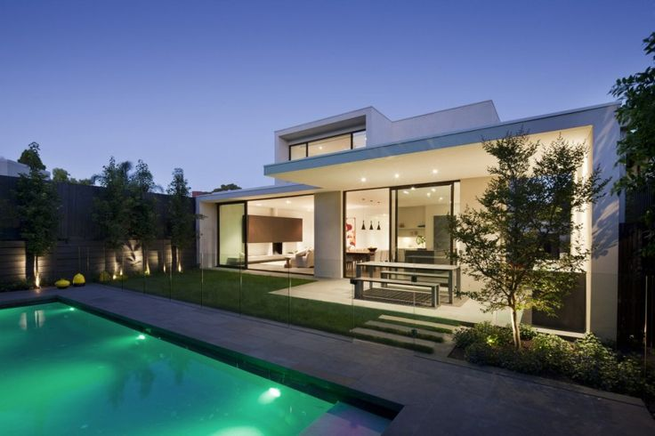 Courtyard and Swimming Pool Gorgeous House Oriented Towards Sustainable Design: Malvern House by Lubelso
