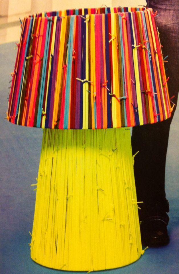 Lámara Showlaces de Curro Canet - rehacer una lámpara con cintas, nudos y todo