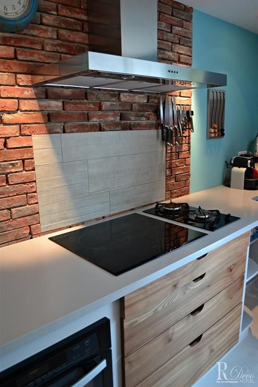 Crédence de cuisine en briques rouges