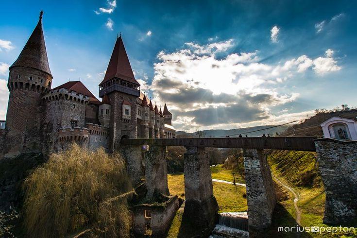 Castelul Corvinilor-Huniazilor. by Peptan Marius