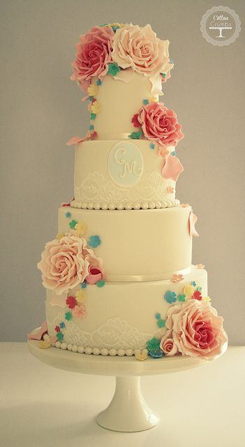 Floral wedding cake - Cotton and Crumbs