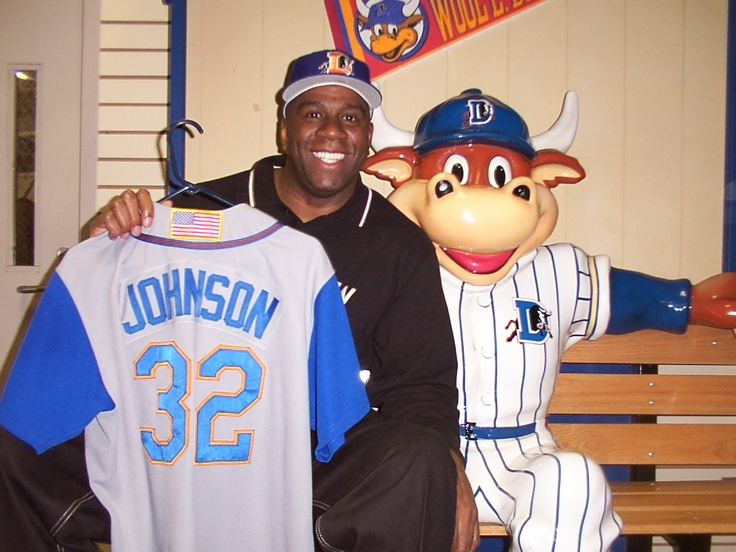 Magic Johnson poses with Wool E. Bull statue