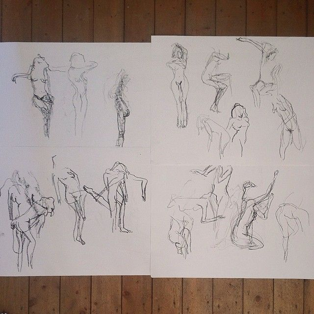 Just a couple of pages from a sketch session last week. Studying movement for three hours, fast drawing after fast drawing. Which then had me floored for a week causing the most terrible neck cramps! 👵