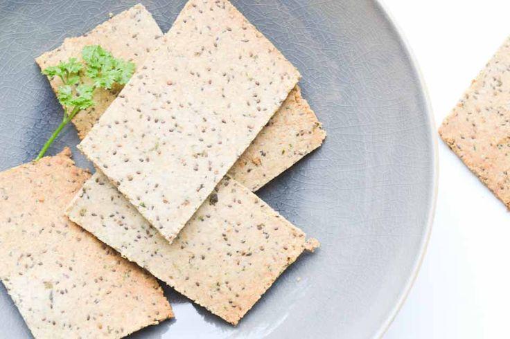 Als je besluit minder brood te eten, kan het zijn dat je net iets te weinig jodium binnen krijgt. Maak dan eens crackers met zeewier! Deze zijn 100 % vegan!