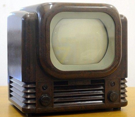 1949 Televison.: Back To Black, Bakelit Auction, Antiques Radios, Plastic Televison, Bakelit Televison, Vintage Antiques Retro, Tvs, Bakelit Plastic, 1949 Televison
