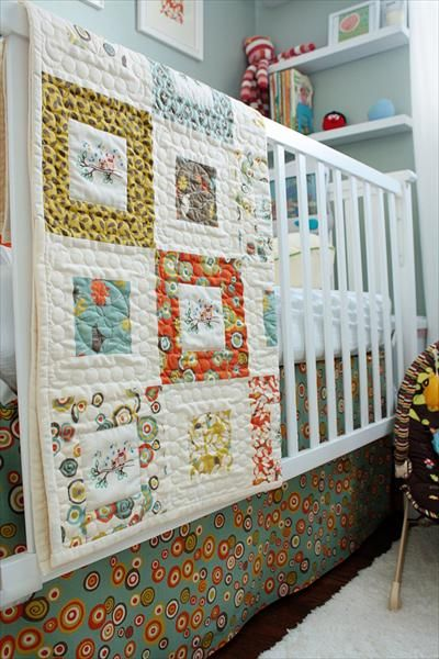 crib skirt and paint: Cute Quilts, Wall Colors, Nurseries Colors, Nurseries Quilts, Baby Quilts, Quilts Ideas, Bright Colors, Nurseries Ideas, Baby Stuff