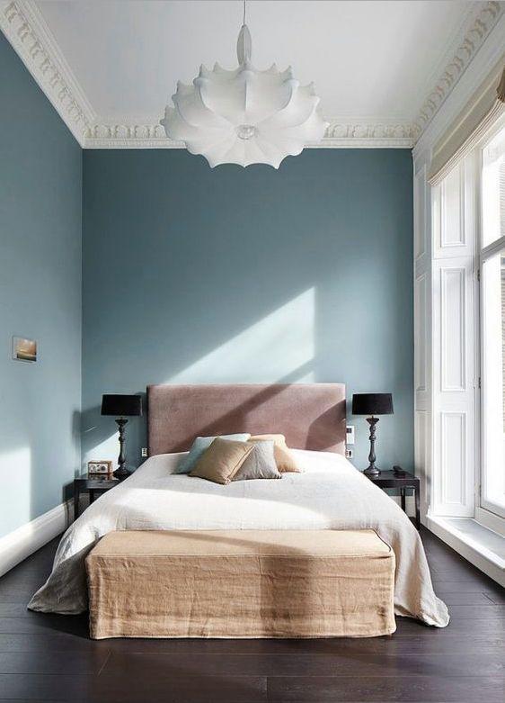 L'indigo que l'on importait au XVIIIe siècle arrivait sous forme de morceaux de matière, d'où le nom de « bleu pierre » qu'on lui donnait souvent en anglais. #farrowandball #tendance #interiors...