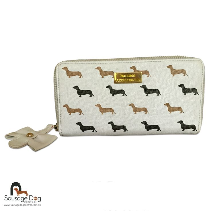 Spoil yourself with our latest Daching Accessories wallet. This gorgeous wallet features a gold coloured plate with a cute dachshund silhouette design. Each wallet contains a zip-up coin compartment, card holders and a cream coloured inner body. Our Daching Accessories wallet is exclusive to Sausage Dog Central! We ship worldwide and all prices are in $AUD <strong>Size</strong> 20cm x 10cm x 2.5cm <strong>Materials</strong> Leather style