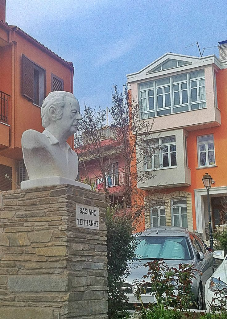 The small but picturesque Vasilis Tsitsanis Square that features a bust of the great musician who lived in the city through his most creative years. (Walking Thessaloniki, Route 11- Upper Town c)