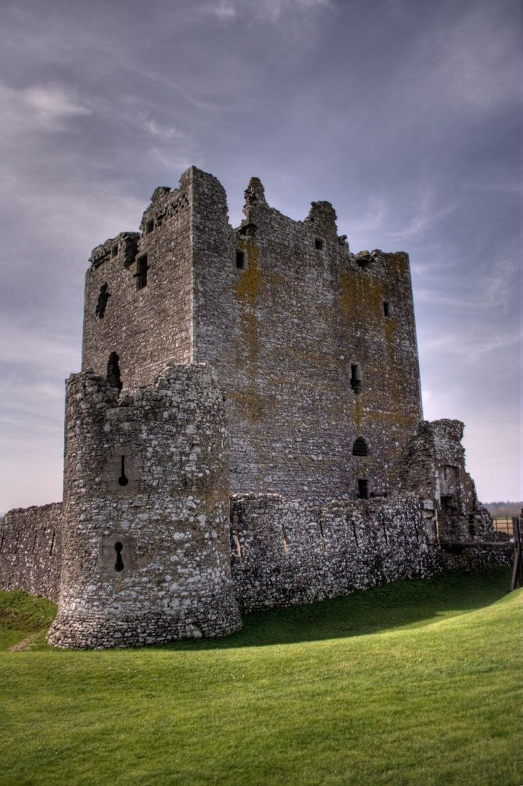 Threave Castle, Dumfries and Galloway, Scotland     #travel #Scotland