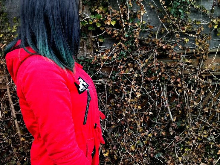 Фото девушек с темными короткими волосами без лица