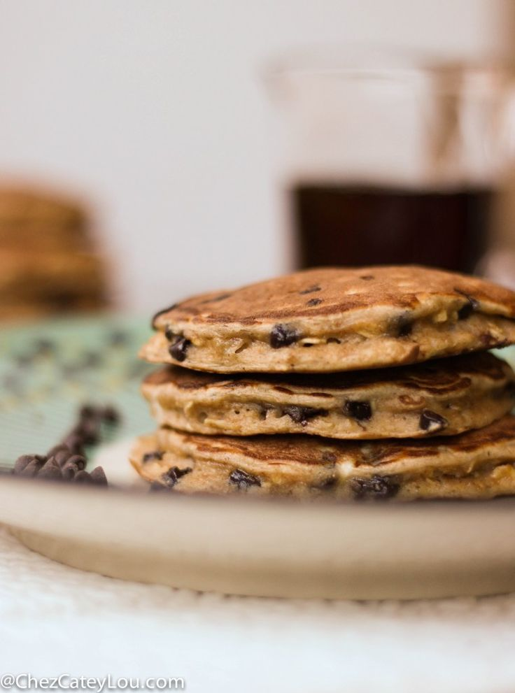 Single serving healthy chocolate chip oatmeal pancakes | chezcateylou.com