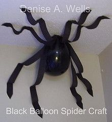 spider made from a balloon and streamers.: Spider Balloon, Halloween Decoration, Black Balloons, Halloween Party, Spider Decoration, Halloween Spider