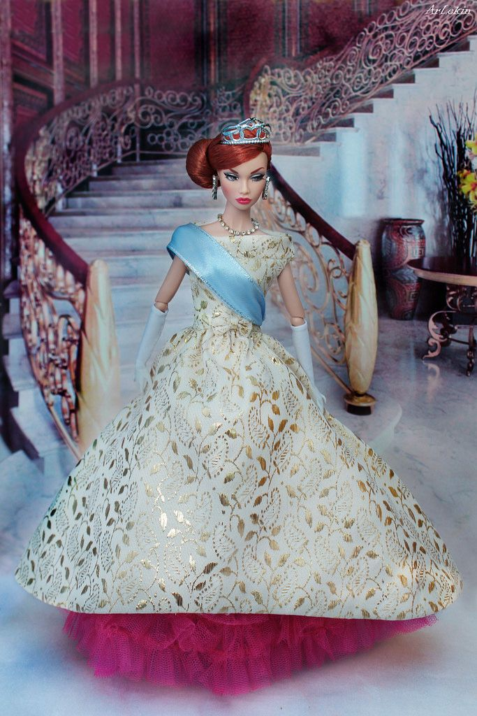 Poppy Parker Mood Changers as Anastasia (ArLekin26113) Tags: poppyparker moodchangers redhair integrity fashionroyalty fashiondoll fairytale anastasia cartoon princess stairs palace crown golddress gloves