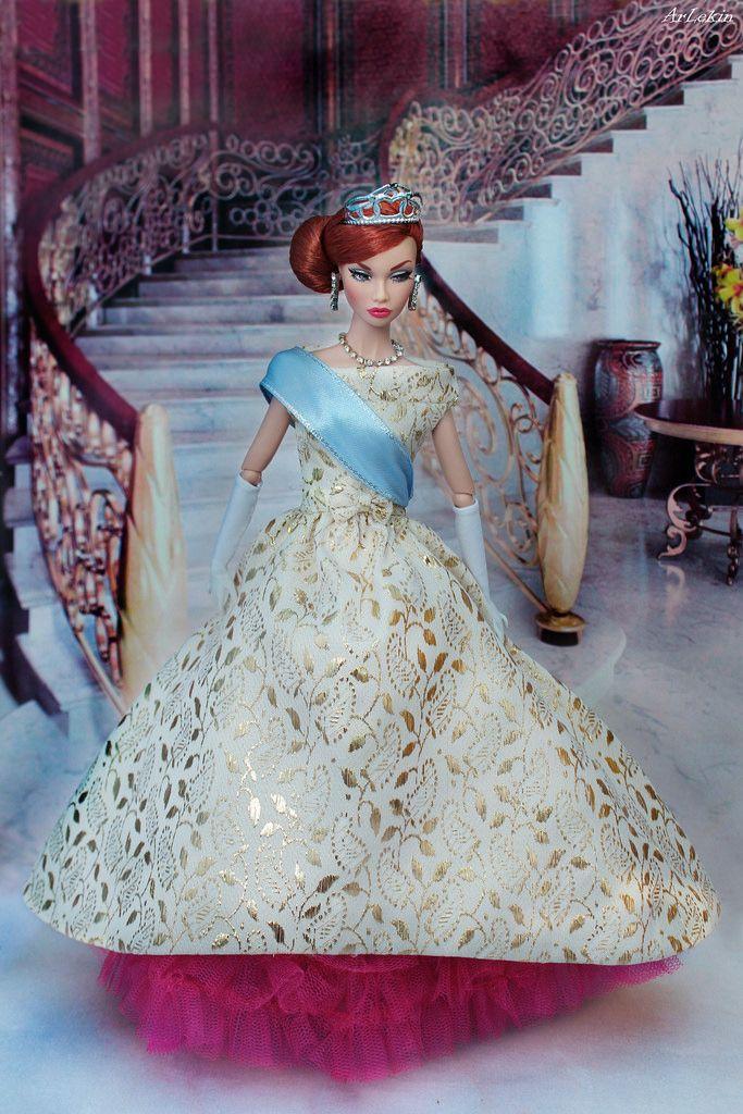 Poppy Parker Mood Changers as Anastasia (ArLekin26113) Tags: poppyparker moodchangers redhair integrity fashionroyalty fashiondoll fairytale anastasia cartoon princess stairs palace crown golddress gloves