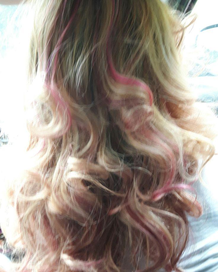 Un po' di rosa tra i capelli ...